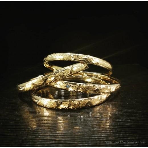 Påvalset Guld Armring med ciseleret blomstermotiv PM551-01